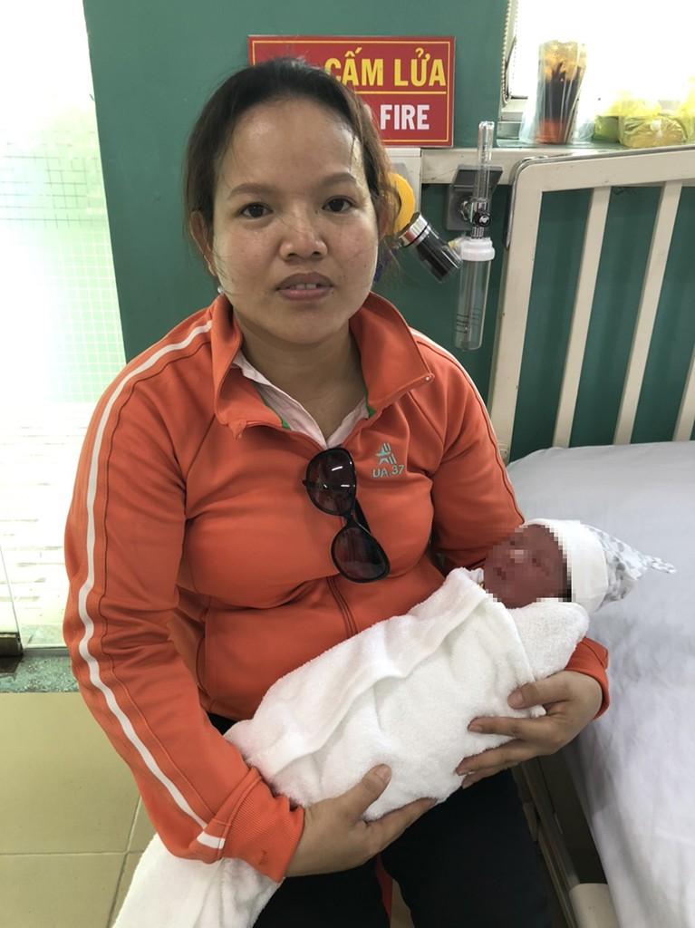 Quận Bình Tân: Bé trai sơ sinh 3 ký bị bỏ rơi trong thùng rác - ảnh 4