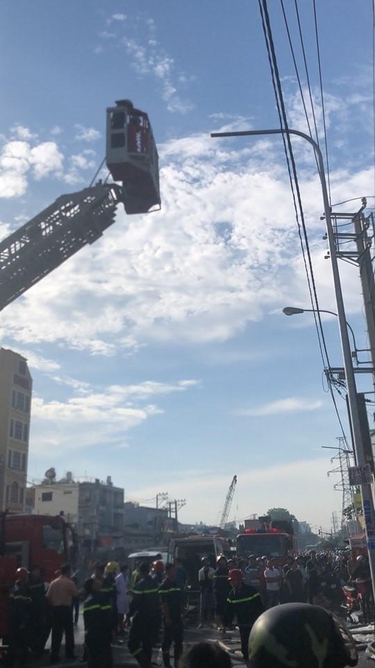 Quận Bình Tân hỗ trợ cho gia đình 7 người bị kẹt trong vụ cháy - ảnh 1
