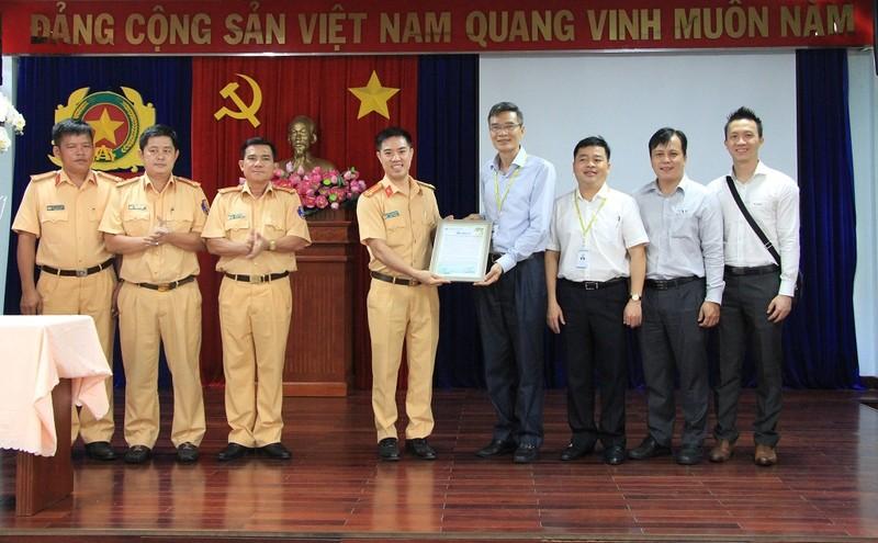 CSGT mất 10 phút đưa lá gan từ Tân Sơn Nhất đến BV Y Dược - ảnh 1