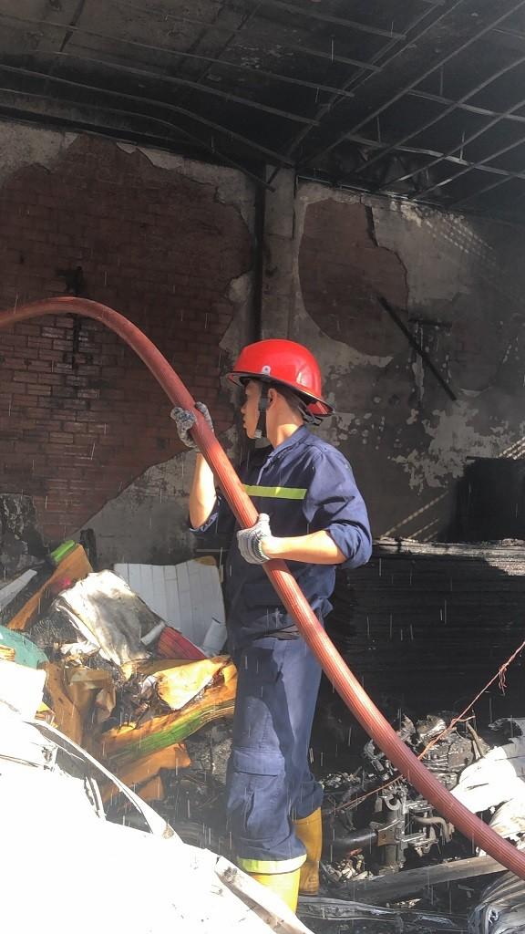 Công an Bình Tân chỉ 6 cách thoát nạn sau hai vụ cháy liền kề - ảnh 1