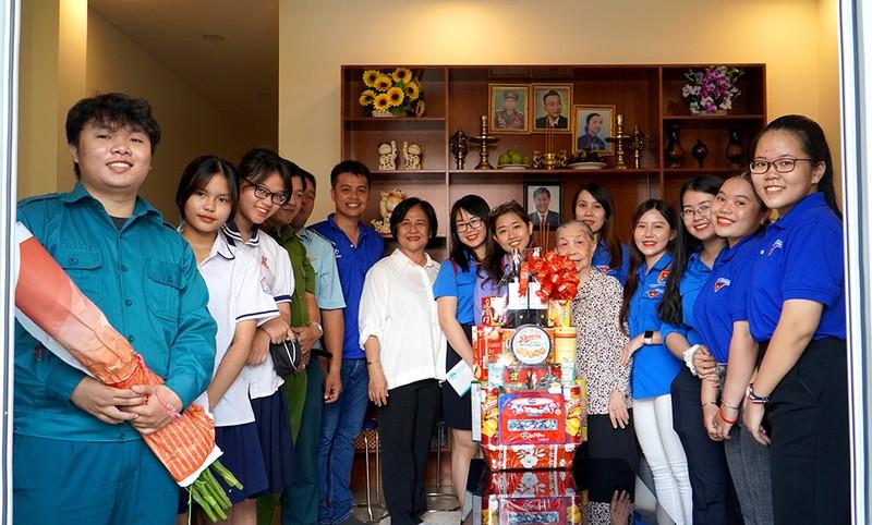 Tri ân các Mẹ Việt Nam anh hùng ở phường 4, quận Tân Bình  - ảnh 1