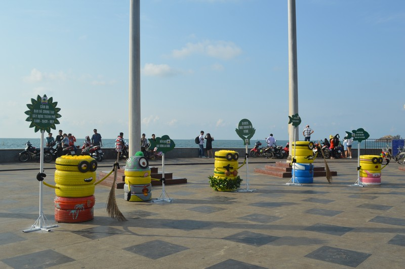 Vũng Tàu: Khách du lịch đông trên bãi biển sạch bong rác - ảnh 2