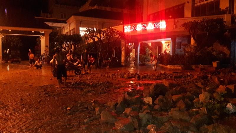 Đất đá sạt lở đổ ập xuống khách sạn ở Vũng Tàu - ảnh 3