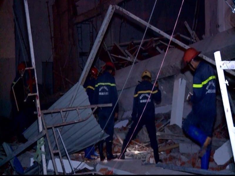 Điều tra vụ sập công trình siêu thị, 4 người bị thương - ảnh 1