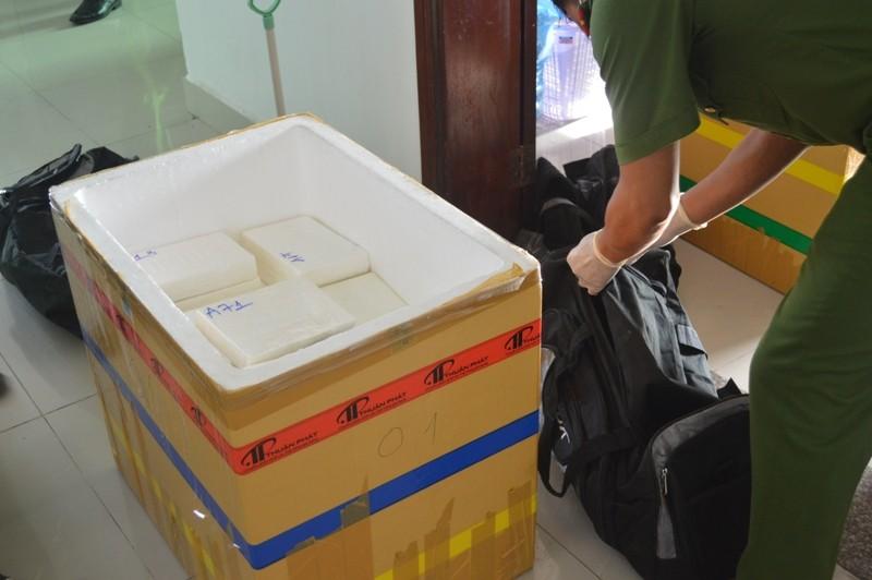 Hải quan thông tin về hành trình phá vụ 100 bánh cocaine - ảnh 1