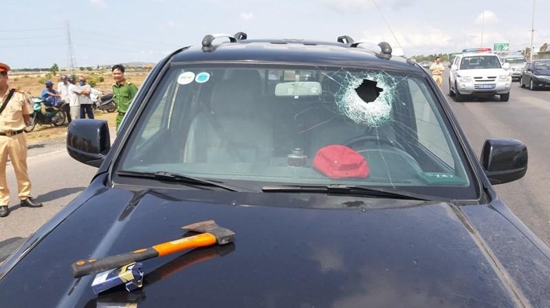 Tài xế dùng rìu chém người, ép ngã 2 cảnh sát giao thông - ảnh 5