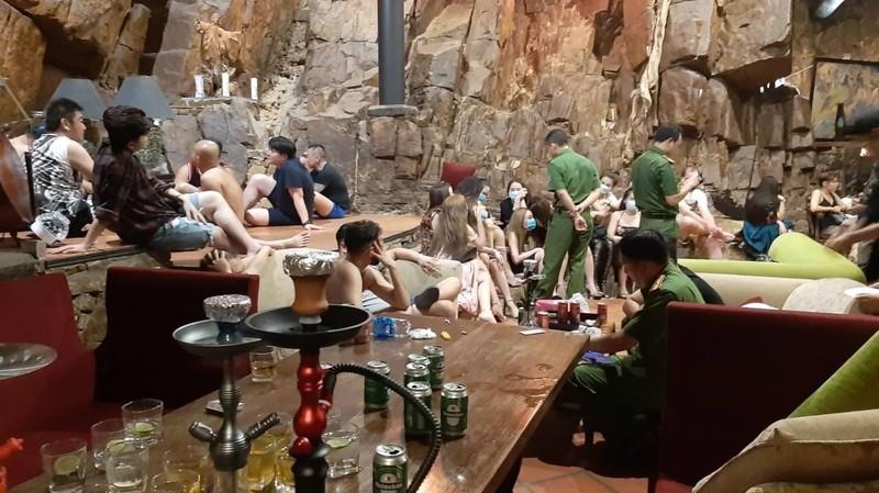 15 người chơi ma túy tại tiệc ngoài trời ở resort Vũng Tàu  - ảnh 1