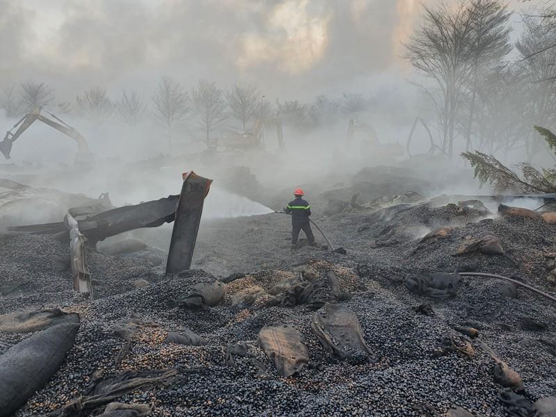 Đám cháy tại kho điều gần 15.000 tấn được dập tắt - ảnh 1