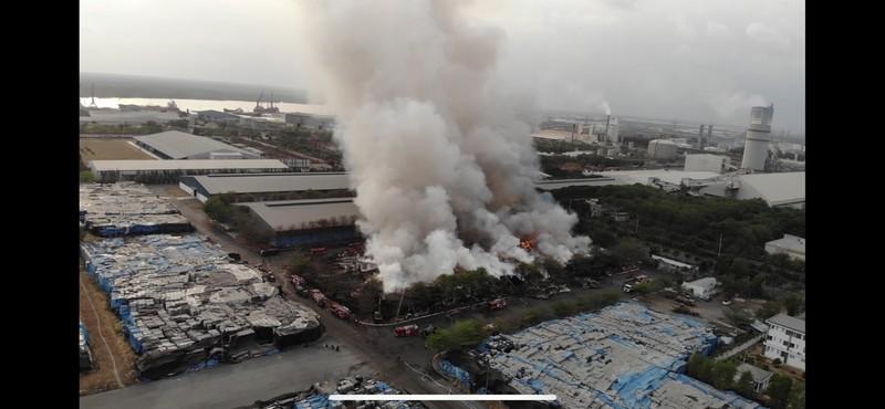Đám cháy tại kho điều gần 15.000 tấn được dập tắt - ảnh 2