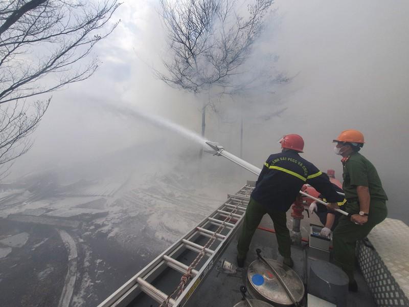 Đám cháy tại kho điều gần 15.000 tấn được dập tắt - ảnh 3