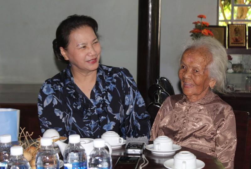 Chủ tịch Quốc hội thăm gia đình chính sách ở Bà Rịa- Vũng Tàu - ảnh 1