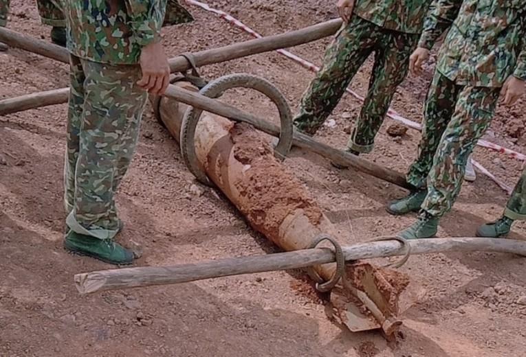 Bà Rịa- Vũng Tàu: Công binh tháo quả bom dài 1,6m - ảnh 1