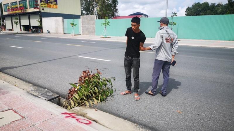 Bắt nhóm trộm hàng loạt tấm đan thoát nước ở Bà Rịa-Vũng Tàu - ảnh 2