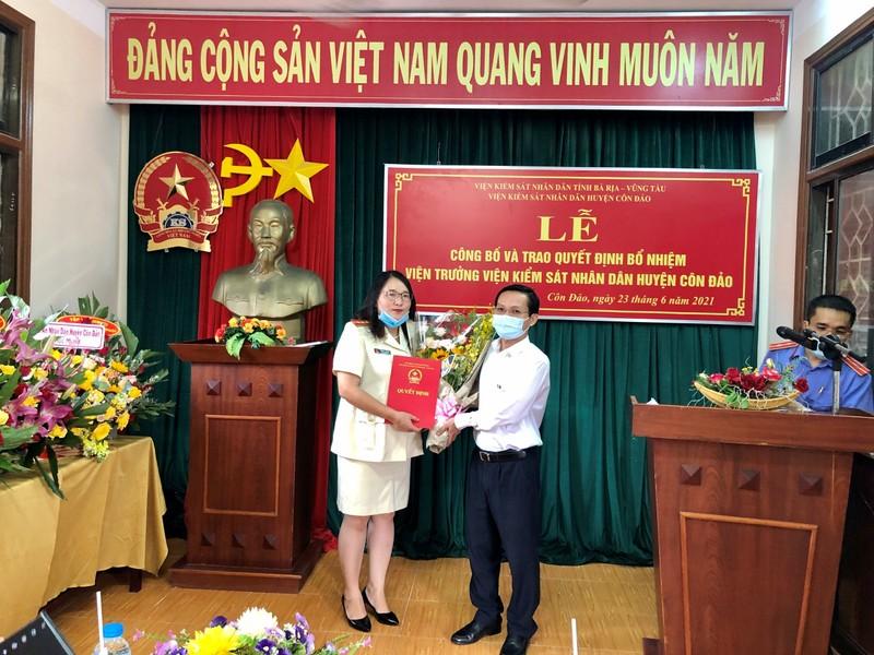 Trao quyết định bổ nhiệm Viện trưởng VKSND huyện Côn Đảo - ảnh 1