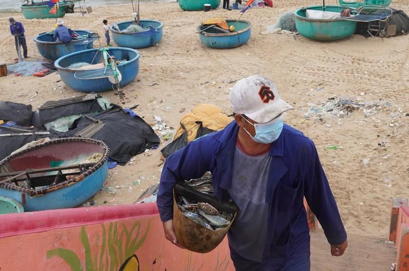 Ngư dân vùng xanh Bà Rịa- Vũng Tàu đi biển chuyến đầu tiên sau giãn cách - ảnh 2