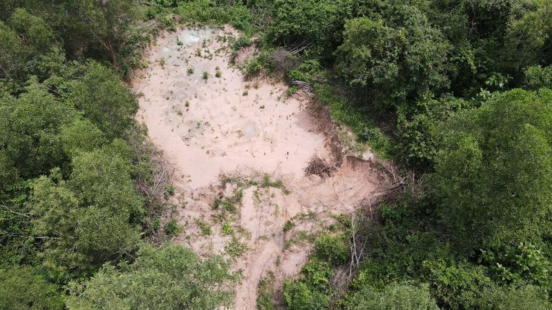 1 công chức địa chính xã ở Vũng Tàu bị đánh sau khi kiểm tra xe chở cát - ảnh 1