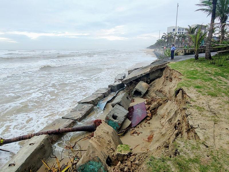 Lý do bờ biển Đà Nẵng bị sóng xé tan hoang - ảnh 1