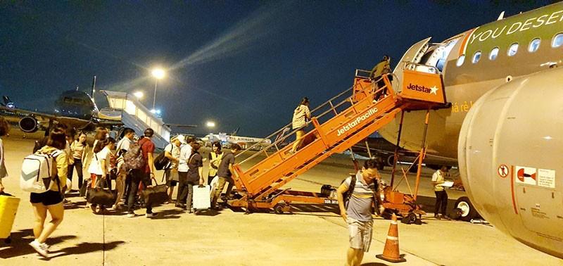 Thêm hàng ngàn chuyến bay xuyên đêm phục vụ tết - ảnh 1