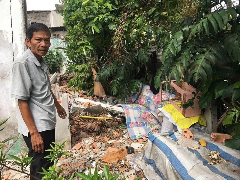 Lấn rạch xây nhà, làm ô nhiễm cả khu dân cư - ảnh 1