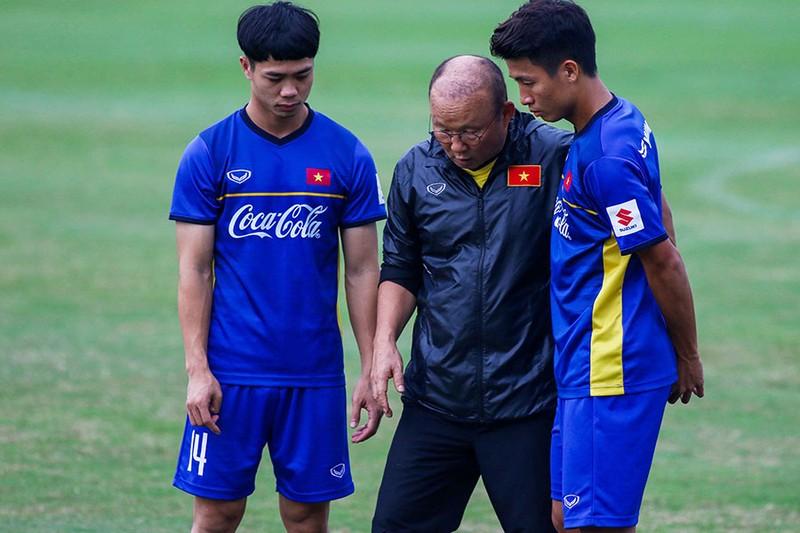 Lửa và khói ở đội tuyển Việt Nam - ảnh 1