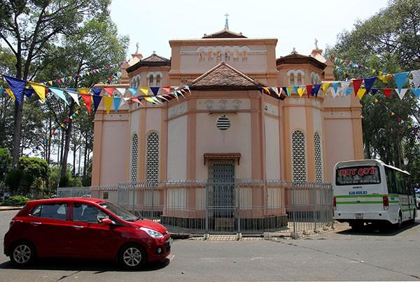 Nhà thờ có địa thế đẹp nhất vùng Chợ Lớn 'nghẹt thở' vì tệ nạn - ảnh 3