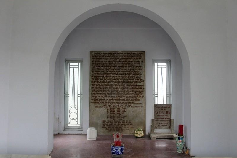 Độc đáo 2 mộ cổ xây bằng đá cẩm thạch nhập từ Pháp - ảnh 12