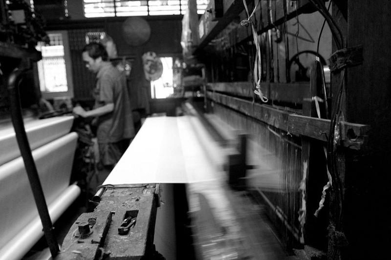 Gia đình hơn 50 năm giữ nghề dệt vải bằng khung gỗ - ảnh 10