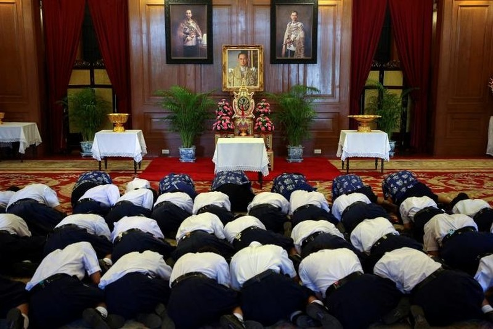 Người Thái khóc như mưa tiếc thương quốc vương - ảnh 13