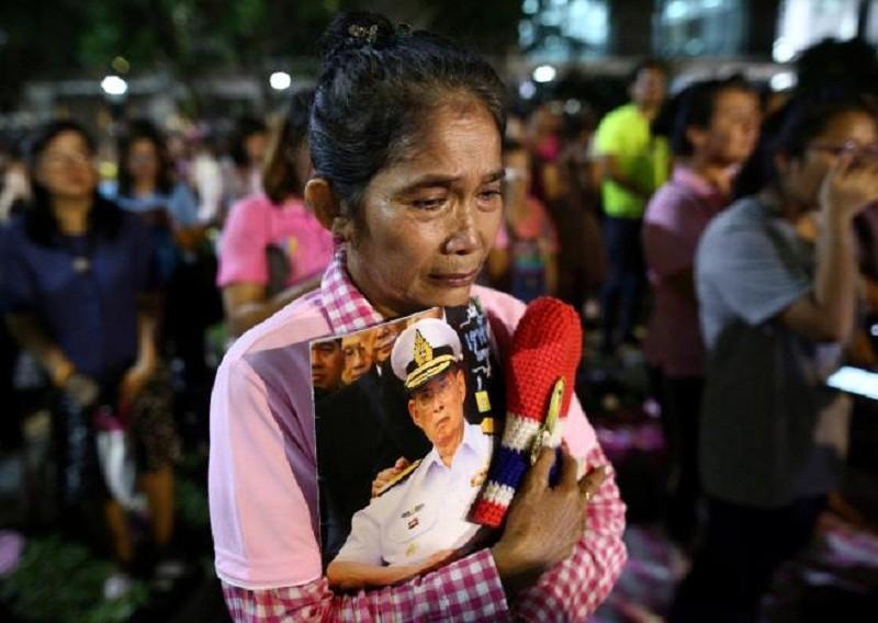 Người Thái khóc như mưa tiếc thương quốc vương - ảnh 9
