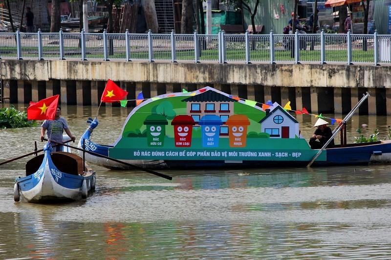 Ảnh: Diễu hành bảo vệ môi trường trên kênh Nhiêu Lộc - ảnh 2