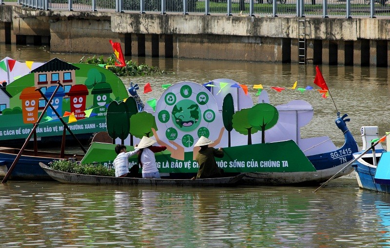 Ảnh: Diễu hành bảo vệ môi trường trên kênh Nhiêu Lộc - ảnh 4