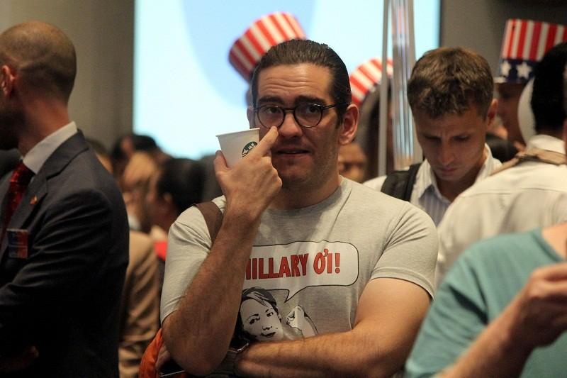 Muôn kiểu chờ đợi kết quả bầu cử tổng thống Mỹ ở TP.HCM - ảnh 15