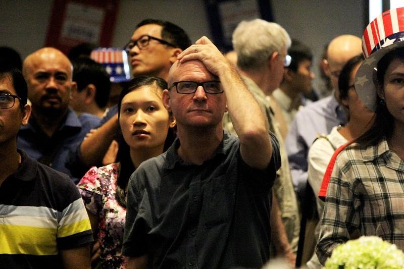 Muôn kiểu chờ đợi kết quả bầu cử tổng thống Mỹ ở TP.HCM - ảnh 16