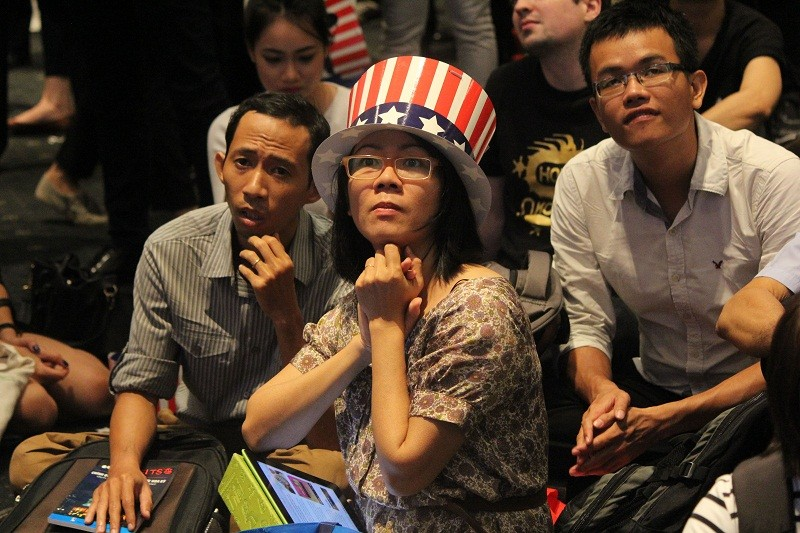 Muôn kiểu chờ đợi kết quả bầu cử tổng thống Mỹ ở TP.HCM - ảnh 8
