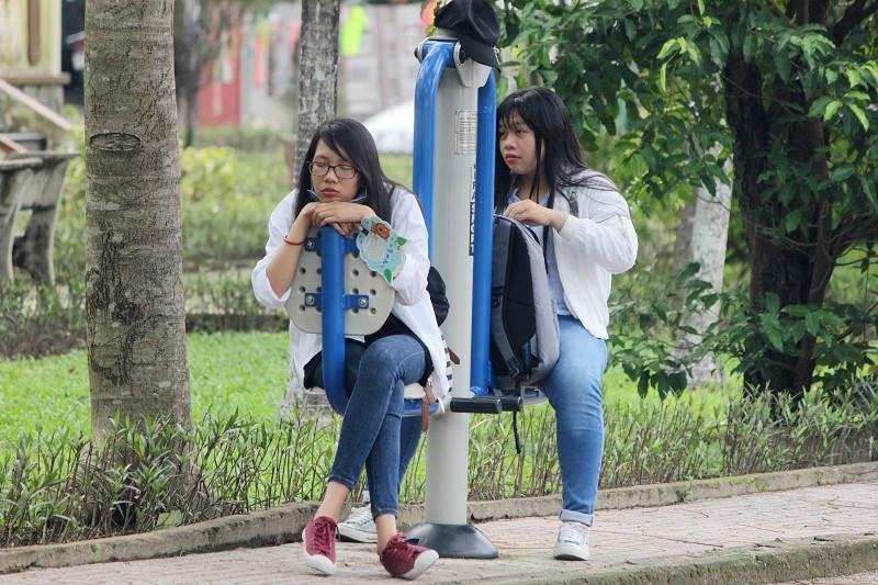 Fan Việt 'gặm bánh mì' chờ xem ca sĩ Hàn ghi hình - ảnh 10
