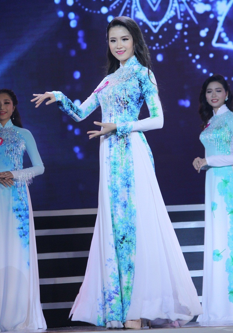 Ngắm các nữ sinh viên VN duyên dáng trong tà áo dài - ảnh 7