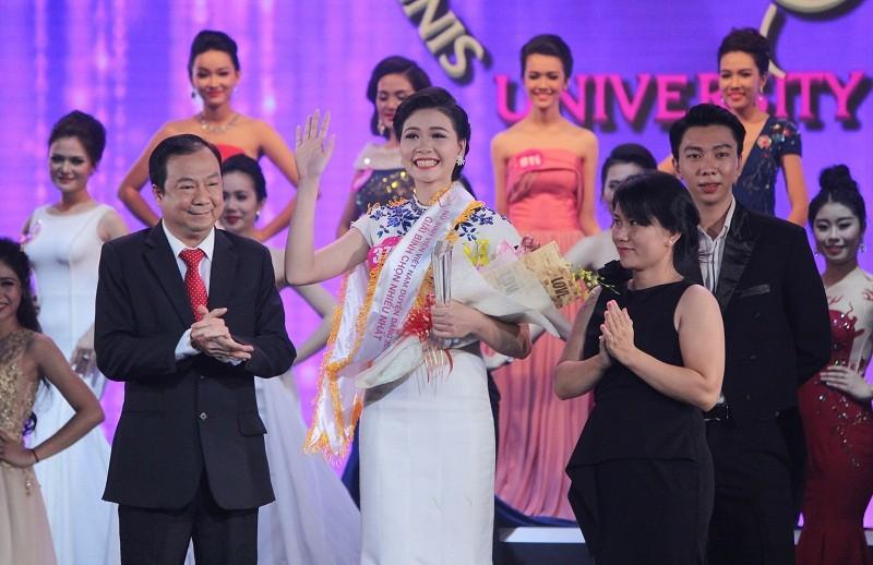 Đặng Thị Thu Hồng đoạt Nữ sinh viên VN duyên dáng 2016 - ảnh 13