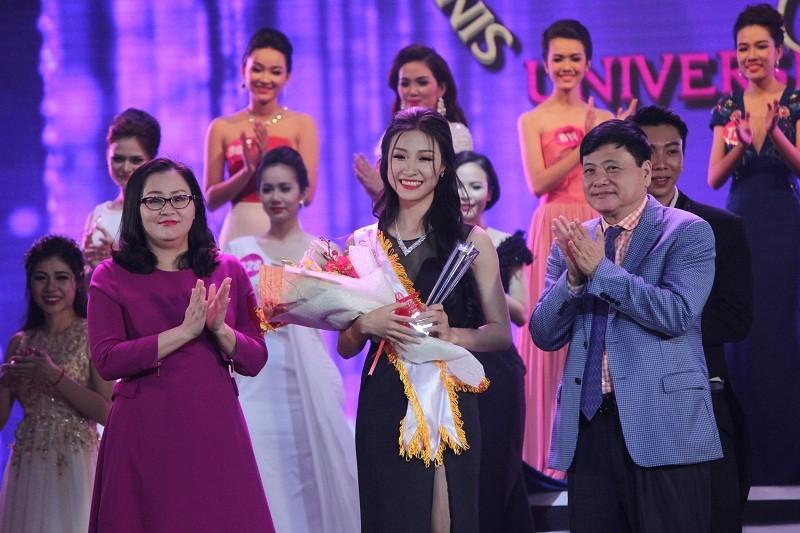 Đặng Thị Thu Hồng đoạt Nữ sinh viên VN duyên dáng 2016 - ảnh 17