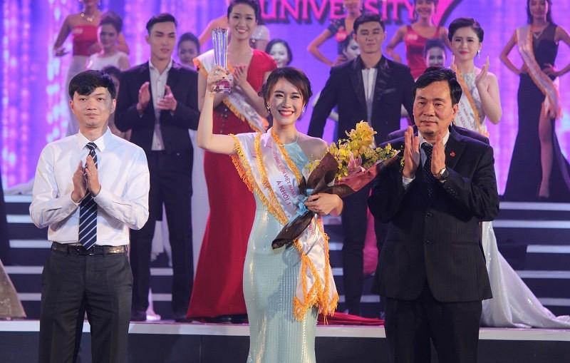 Đặng Thị Thu Hồng đoạt Nữ sinh viên VN duyên dáng 2016 - ảnh 9