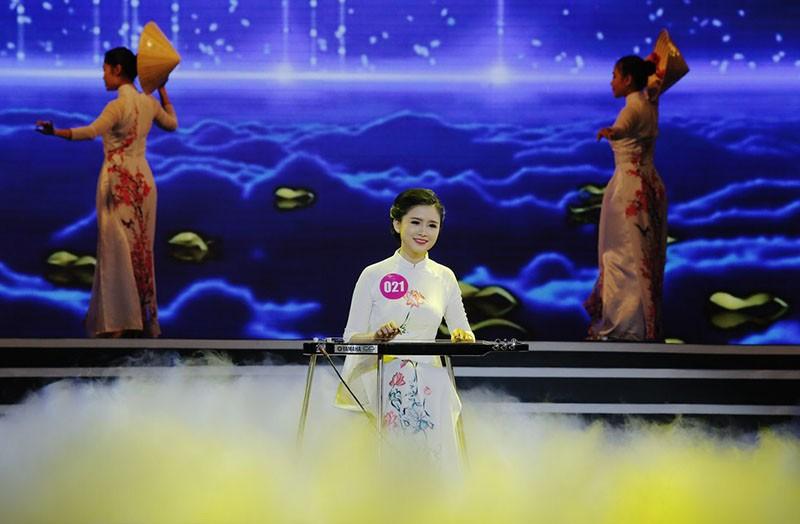Đặng Thị Thu Hồng đoạt Nữ sinh viên VN duyên dáng 2016 - ảnh 15