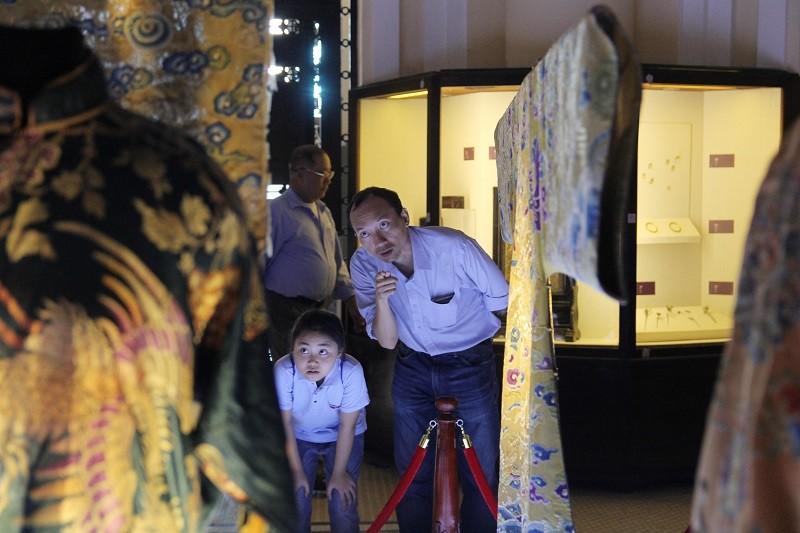 Cận cảnh hai chiếc hoàng bào của vua Đồng Khánh - ảnh 15