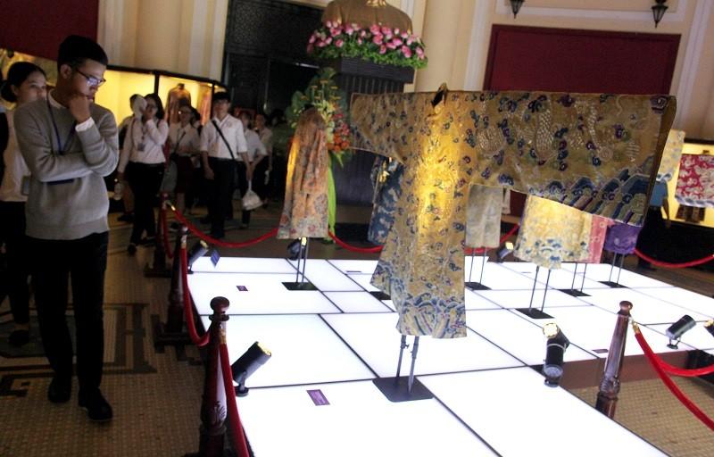 Cận cảnh hai chiếc hoàng bào của vua Đồng Khánh - ảnh 5