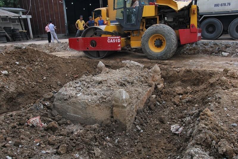 Cận cảnh mộ cổ được phát hiện trong bưu điện Phú Thọ - ảnh 1