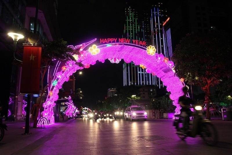 TP.HCM lung linh đèn hoa chào năm mới 2017 - ảnh 3