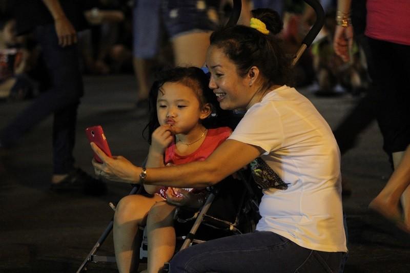 TP.HCM lung linh đèn hoa chào năm mới 2017 - ảnh 9