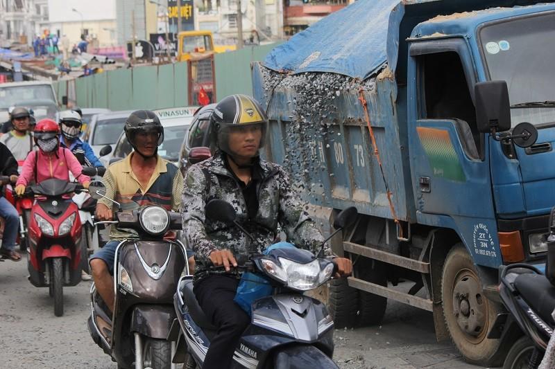 TP.HCM: Lô cốt bủa vây đường phố dịp cuối năm - ảnh 12