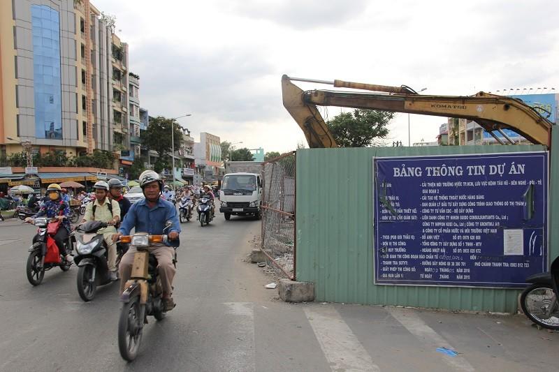 TP.HCM: Lô cốt bủa vây đường phố dịp cuối năm - ảnh 14