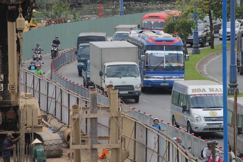 TP.HCM: Lô cốt bủa vây đường phố dịp cuối năm - ảnh 3