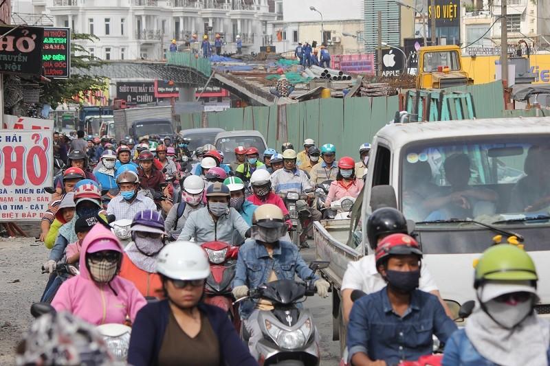 TP.HCM: Lô cốt bủa vây đường phố dịp cuối năm - ảnh 7