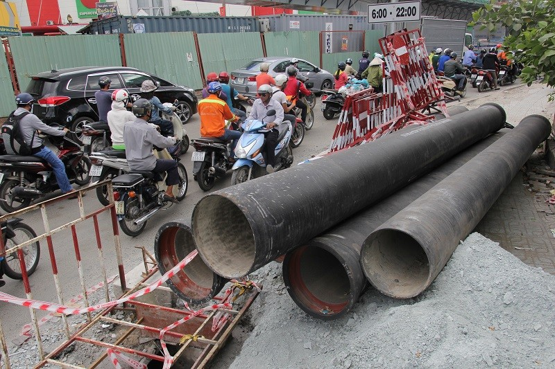 TP.HCM: Lô cốt bủa vây đường phố dịp cuối năm - ảnh 8